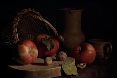 Этюд с тремя яблоками яблоки