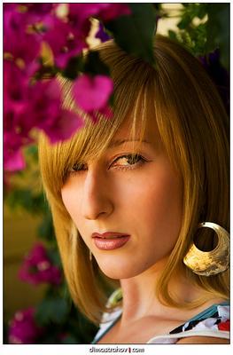 Мгновение взгляда взгляд девушка цветы золотые серьги губы