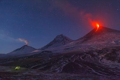Два потока Камчатка вулкан извержение природа путешествие фототур пейзаж лава рассвет звезды