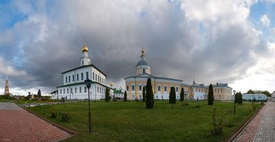 в БОГОЯВЛЕНСКОМ СТАРО-ГОЛУТВИНОМ МУЖСКОМ монастыре