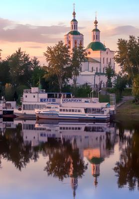 Вечер Тюмень река Тура церковь кораблик