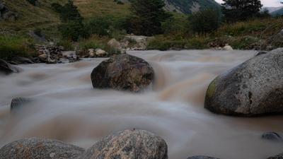 Молочная река горы природа речка