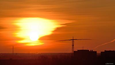 ПЕКЛО 31.03.21 Омск омск балкон закат оранжевое горизонт март вечер nikon 80-400vr
