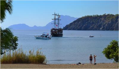 Тихая движуха в Фаселисе Турция Кемер Фаселис бухта море горы корабли пляж