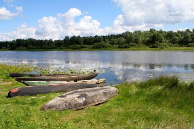На просушке река лодки десна осень