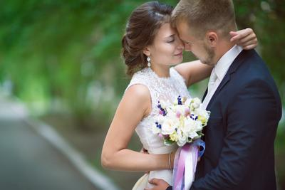 *** свадьба прогулка по городу жених невеста букет
