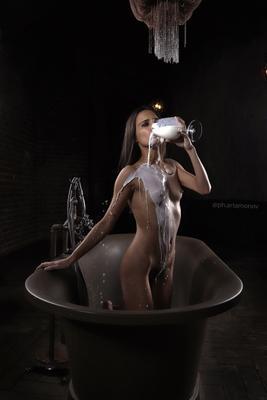 *Лиза* девушка портрет ню молоко ванна