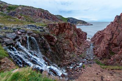 Водопад водопад океан скалы териберка баренцево море кольский полуостров
