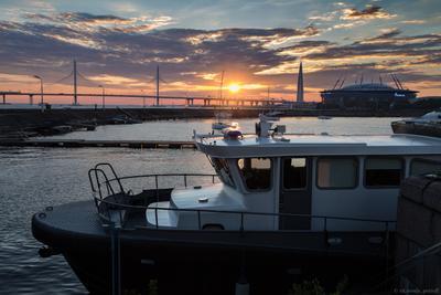 *** россия петербург санкт-петербург санктпетербург финский залив закат вечер облака петровская коса яхт-клуб судно корабль