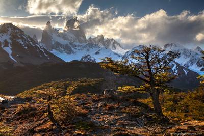 Разрывая облака зубами Патагония Аргентина Фитц Рой горы закат