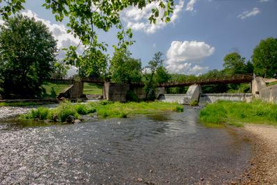 Мельничная  плотина реки