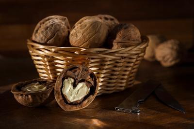 Расколотое сердце сердце орех грецкий корзинка