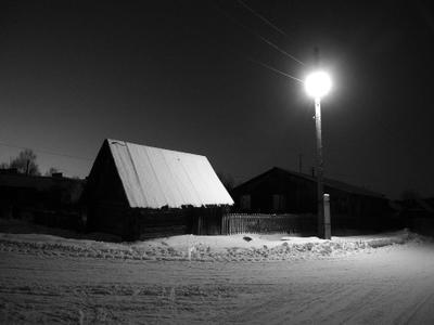 поселок Таежный ночь улица фонарь нет аптеки дом снег зима деревня поселок