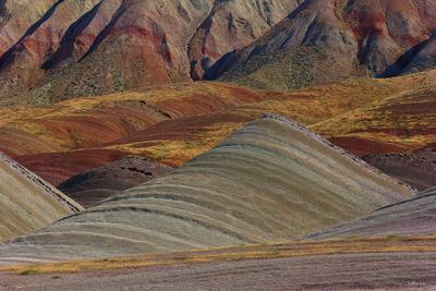 Пряные горы горы холмы полосы цветные пустыня пески пряности