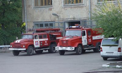 Старый, новый пожарная машина зил
