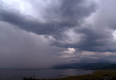 Вода с неба стеной Байкал, Слюдянка, дождь, тучи