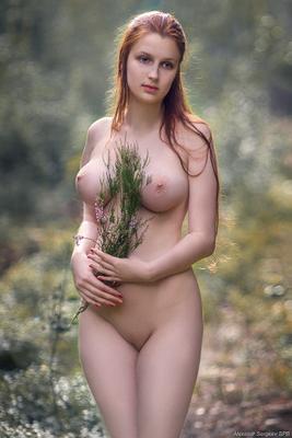 Подражая Боттичелли девушка обнажённая красота нежность гармония настроение грация
