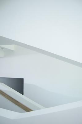 Между этажами архитектура строение здания интерьер Москва минимализм геометрия