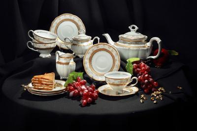 Чайный сервиз чайник чашка тарелка пирожное виноград