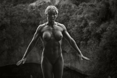 Amazon nu nude bodybuilder