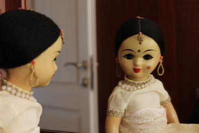 я и правда красивая кукла отражение зеркало