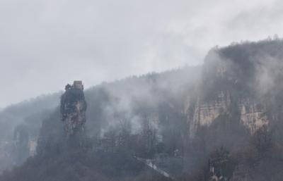 Храм в горах Грузия горы храм туман