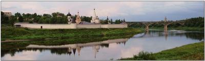 Старицкий Свято-Успенский монастырь. Вечером перед грозой. Старица, Старицкий Свято-Успенский монастырь, Волга, вечер, перед грозой