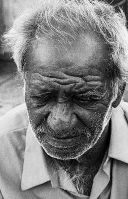 Бездомный чб старик седина мужской портрет мужчина бездомный улица