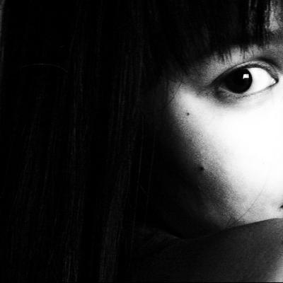 N Девушка портрет лицо глаз черно-белое