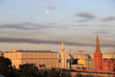 Раннее утро над Москвой. Вид из Зарядья. Россия Москва Панорама Утро Кремль