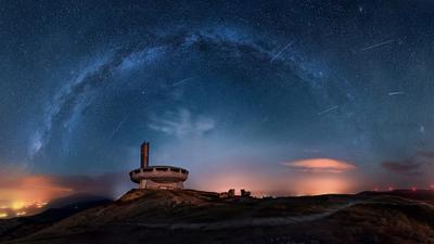 Персеиды на Бузлудже Болгария Бузлуджа метеоритный дождь персеиды млечный путь ночь звезды пейзаж