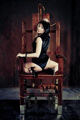 Enigma... девушка загадка электрический стул тайное общество красота портрет студия