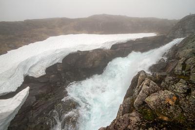 А по камушкам речка бежит... Норвегия река водопад туман лето