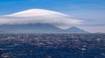 покрывало для вулкана берег вулканы Камчатка облака утро чайка