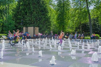 Лето фонтан брызги лето дети игры