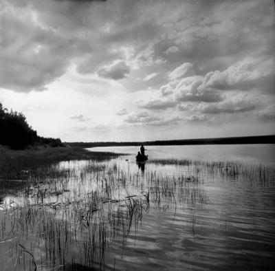 Утро на озере. 1981 год отдых озеро рыбаки турбаза СССР природа Сибирь