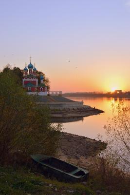 Тихий вечер на Волге закат Волга церковь ГЭС река лодка