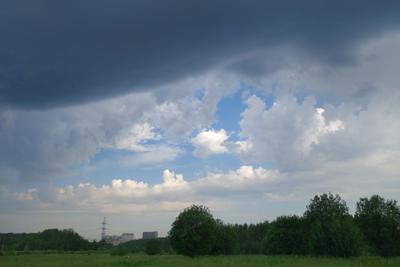 небесные контрасты туча гроза просвет облака контраст поле лес
