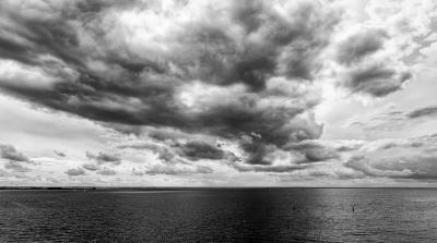 небомореоблака пейзаж облака спб санкт-петербург финский залив чб черно-белое монохром фактура море вода горизонт