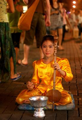 Будда играющий на скрипке скрипка чангмай