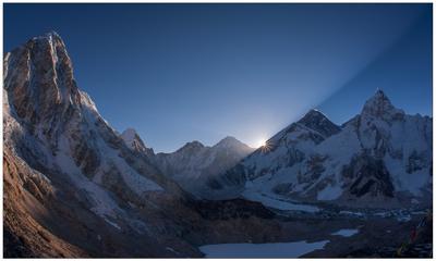Восход солнца над Эверестом, вид с Кала Паттар Непал