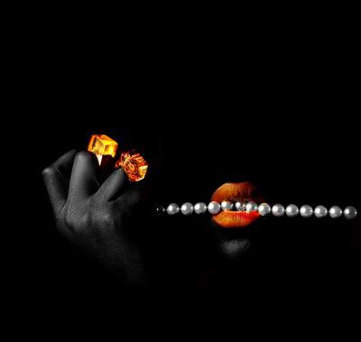 *** реклама чёрное кольцо вамп девушка