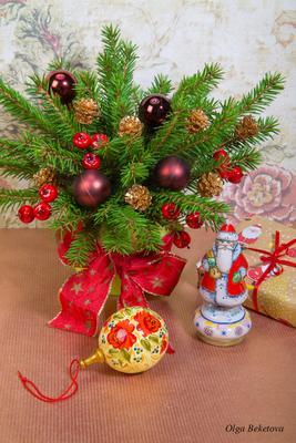 Новогодняя композиция (19) чашка шары елка ветви шарф шишки