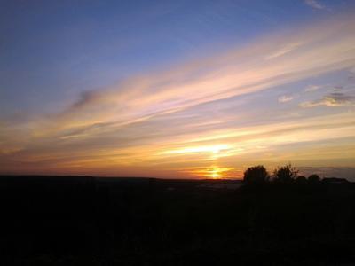 Красивый закат закат красиво прекрасно вечер небо облака горизонт лето шикарно свет солнце