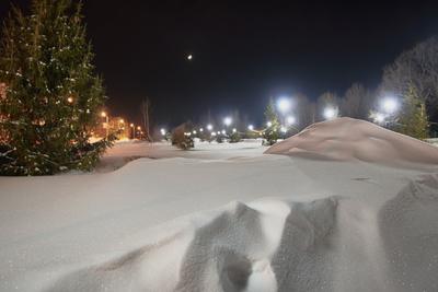 Луна заглянула в сквер... Луна растущая снег искристый