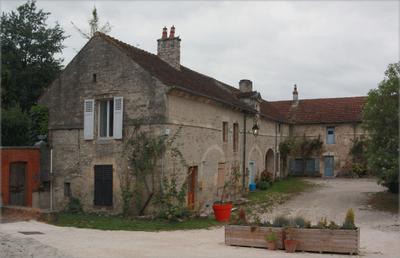 Бургундия, Франция.  Одна  из деревень ...  к вечеру...