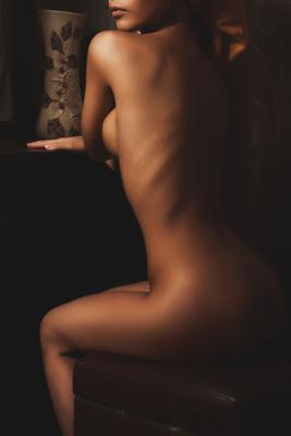 девушка у зеркала зеркало ню девушка