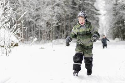 Кто быстрее... Дети зима эмоции снег