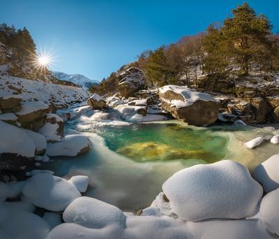 Изумруд горной реки Кавказ Кавказские горы Кабардино-Балкария зима в снегу снежное Гара-Аузусу река горная Чемгемское ущелье изумруд течение зимнее