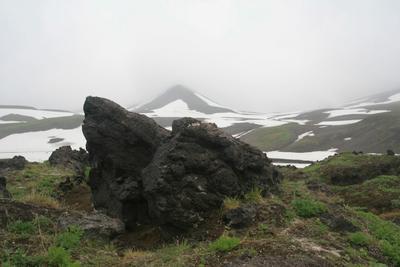 Камчатка. Вулканическая бомба у вулкана Мутновский Камчатка вулкан Мутновский лава вулканическая бомба